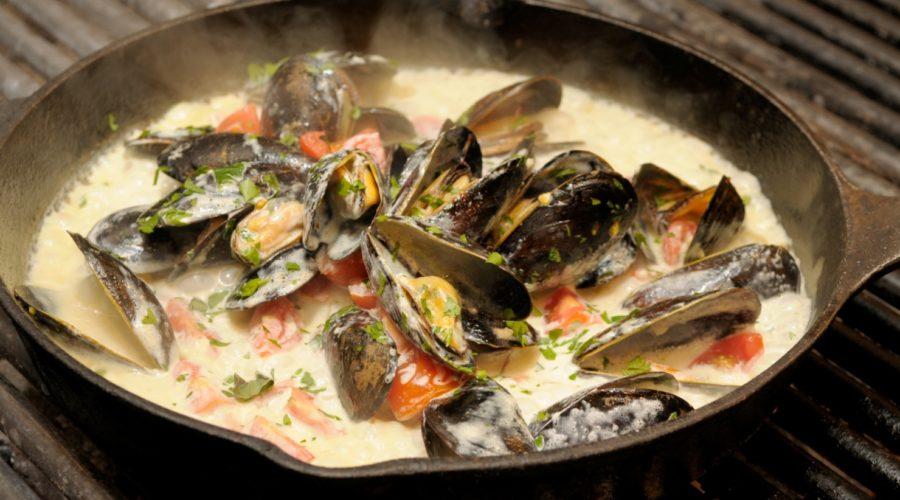 Морские мидии в чесночном соусе