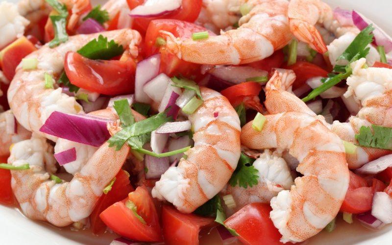 Салат из креветок и свежих овощей